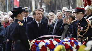 Macron inaugure les chrysanthèmes